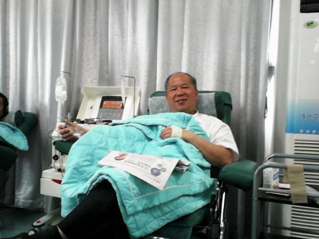 谁说医务人员不献血——记从医40年捐血270余次的血站医生李慧文