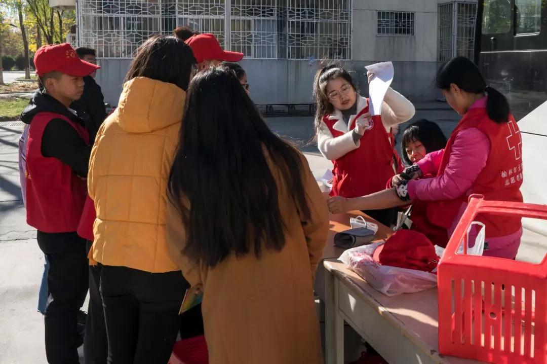 无偿献血走进校园 榆林学院奉献爱心